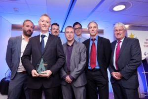Paul Chandler y Steve Gilham de Gutermann UK con los representantes de Anglian Water