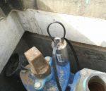 Figura 1.6 Logger correlador de ruido asegurado al hidrante con un cable de acero